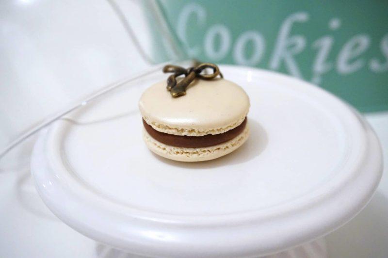 collier macaron blanc crème fimo