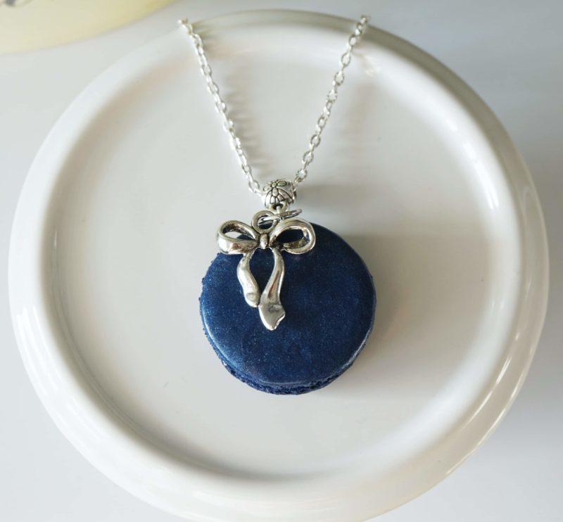 collier macaron bleu