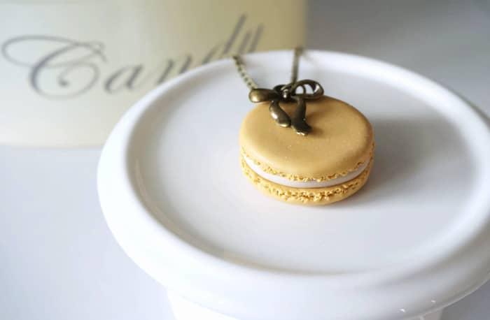 collier macaron jaune