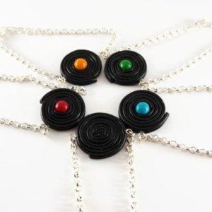 Bracelet Réglisse noir et bonbon coloré – couleur au choix