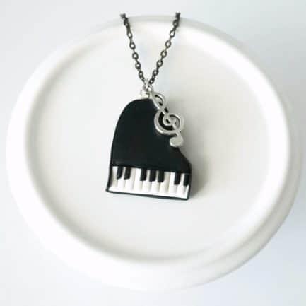 collier piano à queue clé de sol polymère fimo