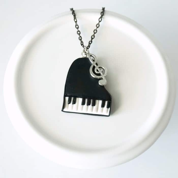collier piano à queue clé de sol polymère fimo