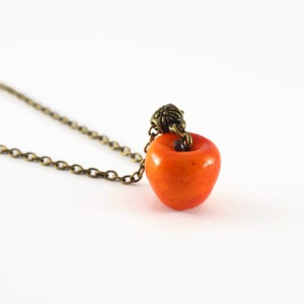 collier pomme rouge fimo