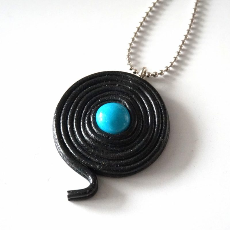 collier réglisse bleu