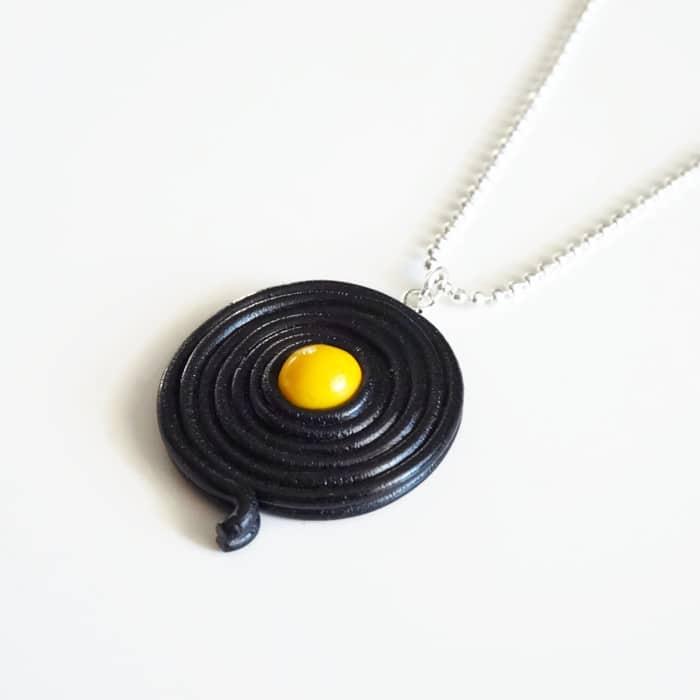 collier réglisse jaune