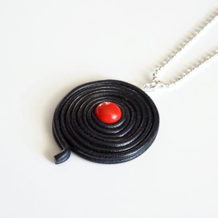 collier réglisse rouge