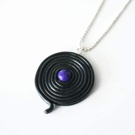 collier réglisse violet