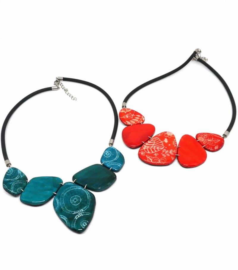 colliers artisanaux nature rouge et bleu batik polymerclay