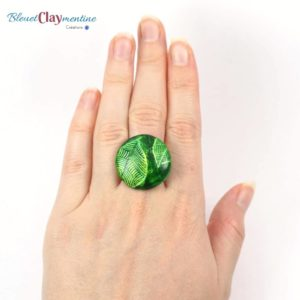 Bague ronde motif feuilles vertes