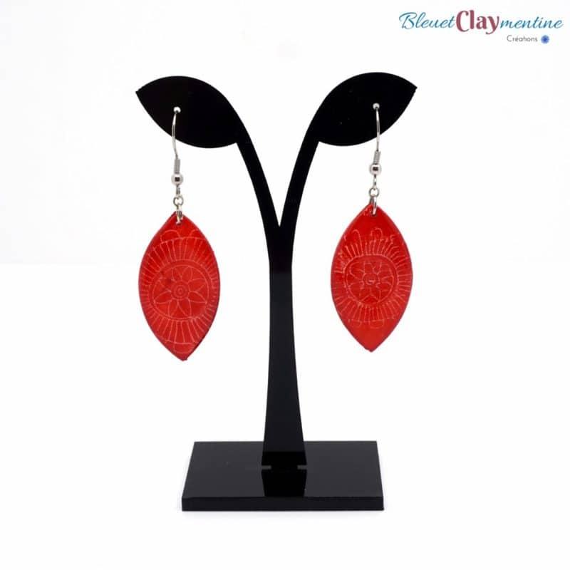 boucles oreilles pendantes rouge fleurs batik polymere fimo cernit